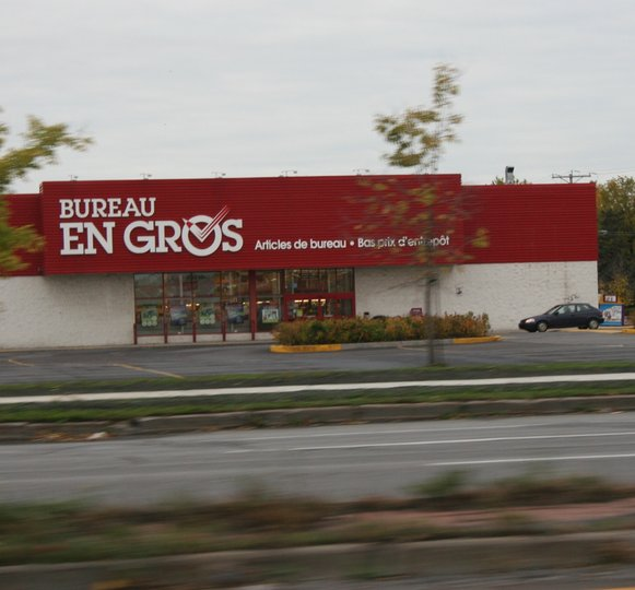 Bureau en gros staples business depot greenfield park for Buro en gros